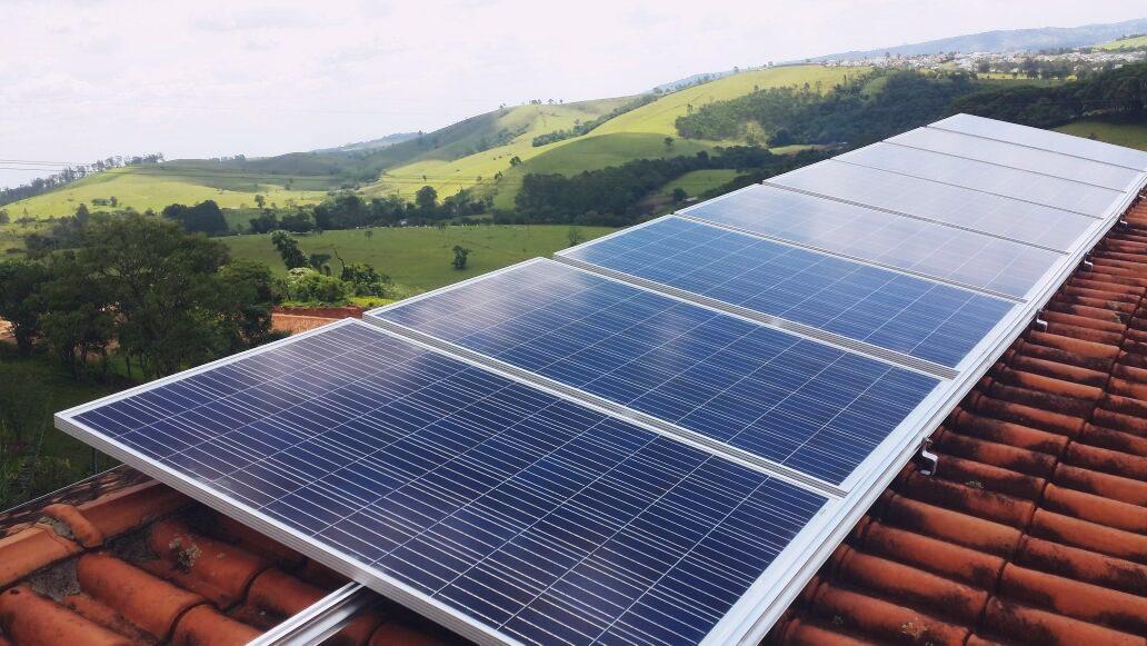Foto de painéis fotovoltaicos - complemento no posr sobre solução em energia solar.