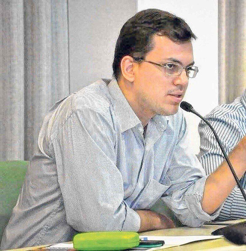 O representante comercial Marcelo Viana; post sobre o futuro sustentável trazido pela energia solar em Goiás