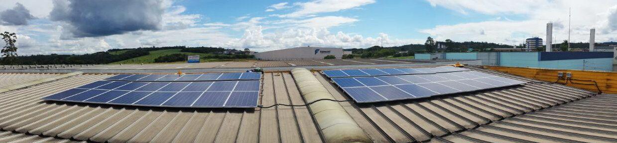 Foto panorâmica de projeto comercial da Solstício Energia. Foto no post de energia solar térmica e fotovoltaica.
